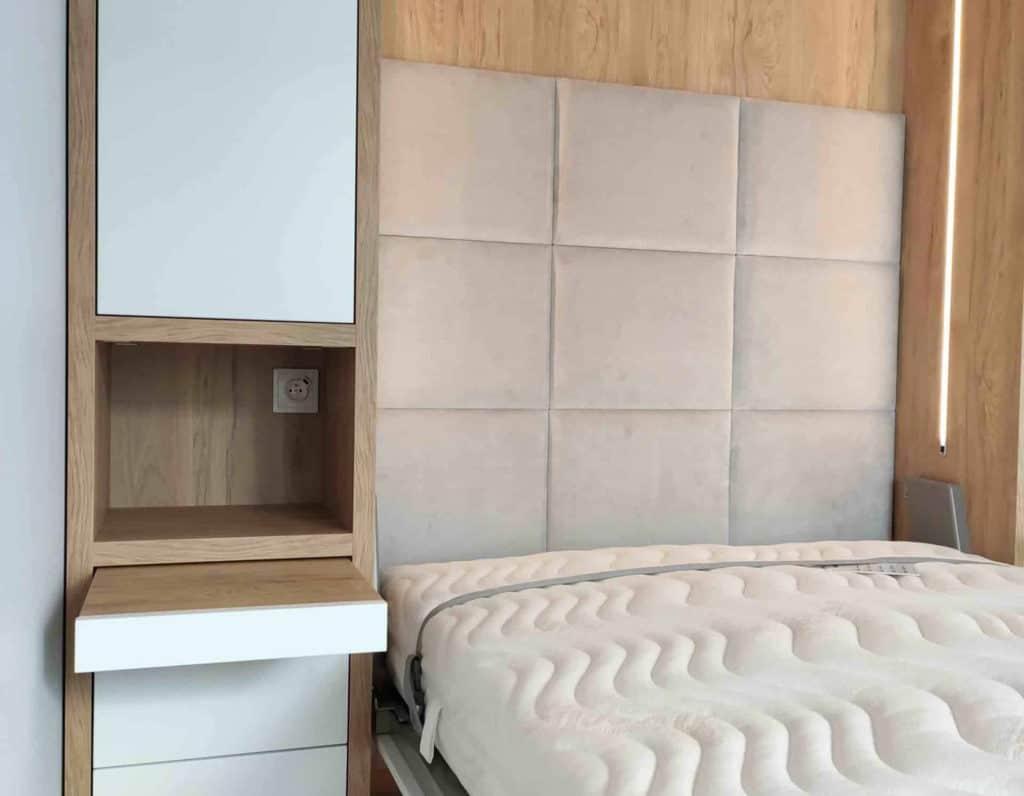 łóżko w szafie mała sypialnia