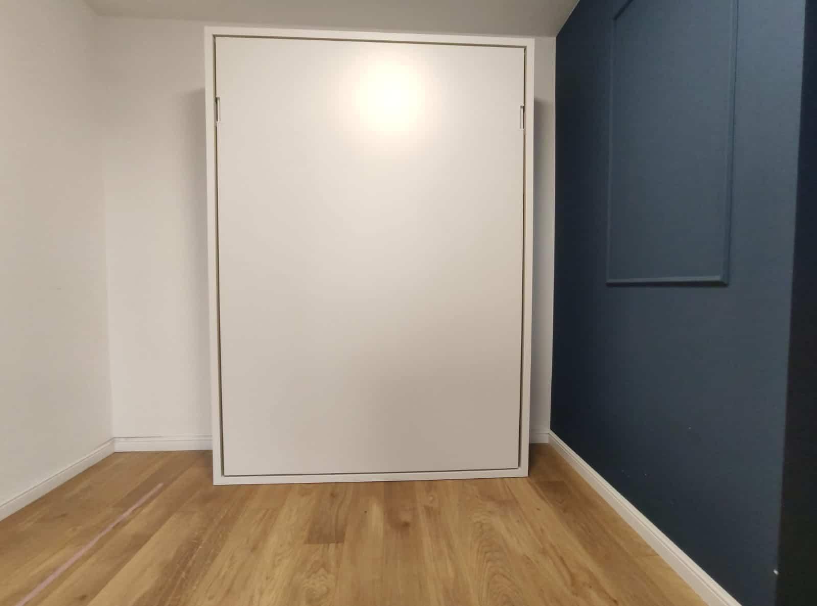 jakie łóżko w szafie wybrać