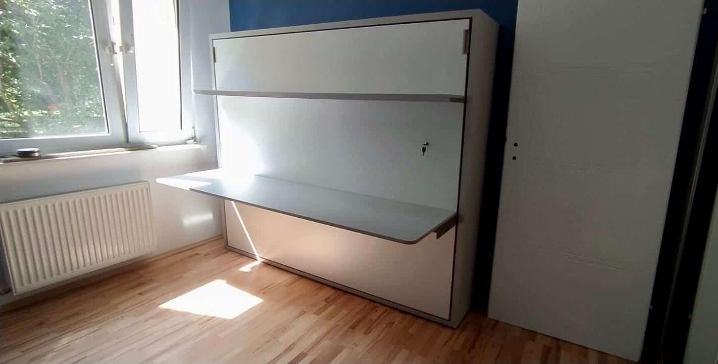 łóżko z biurkiem chowane w szafie